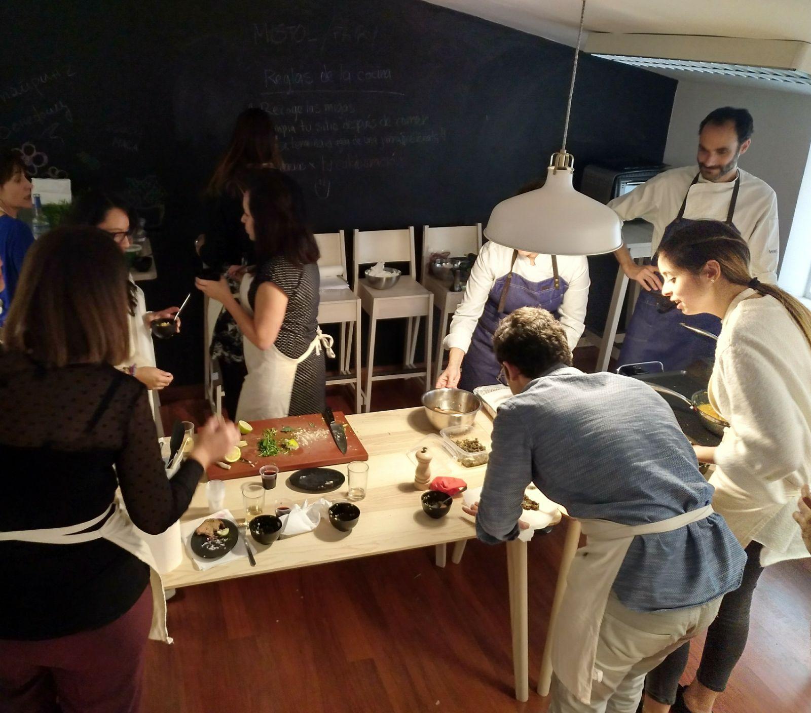 Equipo de Inspiring Benefits en el curso de cocina saludable.
